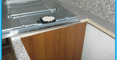 How to install the hob in the worktop
