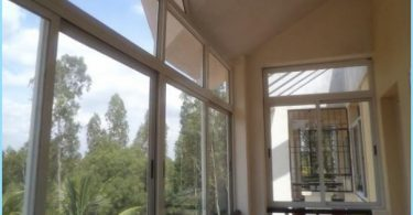 Sliding balcony windows