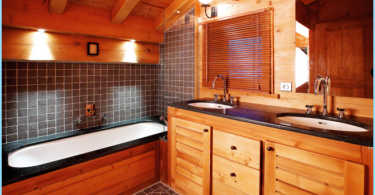 How to make the bathroom in a wooden house